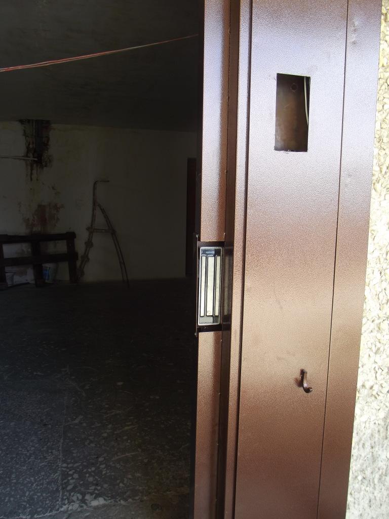 цена на входную дверь с домофоном в клину